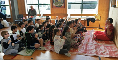 Students learned a simple pese Sāmoa (Sāmoan song).
