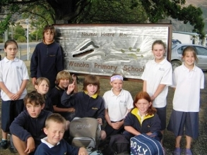 Wanaka primary students at school sign.